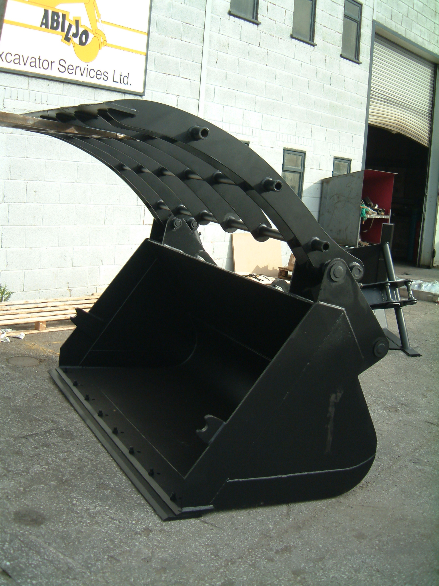 Waste clamp shovel